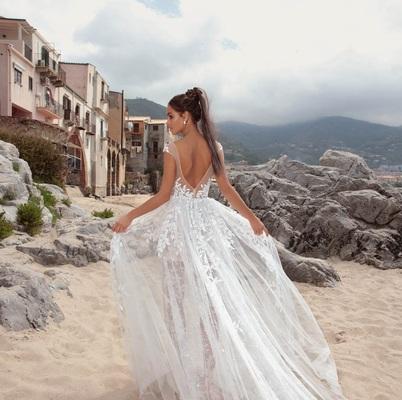 Свадебные наряды с открытой спиной