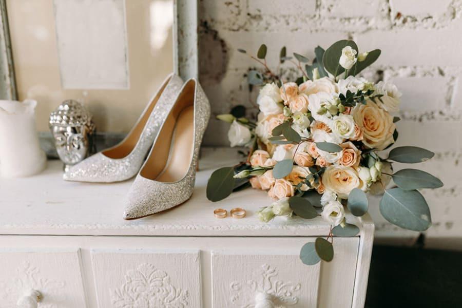4 советы относительно ношения свадебных каблуков с комфортом