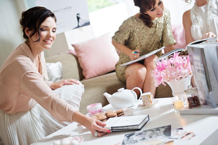 Первое – организовывать покупку и примерку платья задолго до мероприятия не рекомендуют
