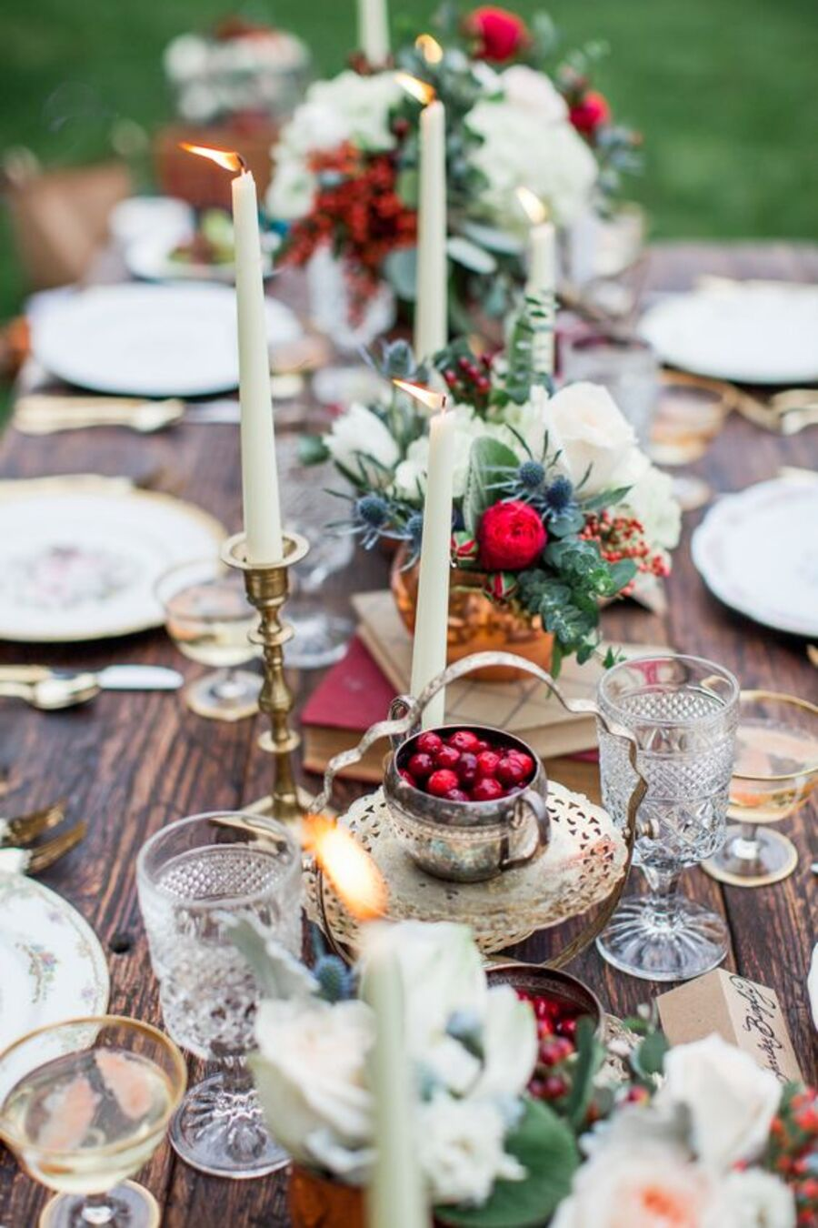a-boho-Зимняя бохо свадьба идеи и вдохновение-with-copper-and-gold-accessories-crystal-glasses-cranberries-thistles-and-eucalyptus-and-candles