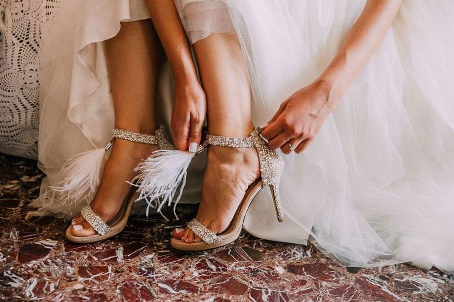 Свадебное платье и не только: покупаем обувь