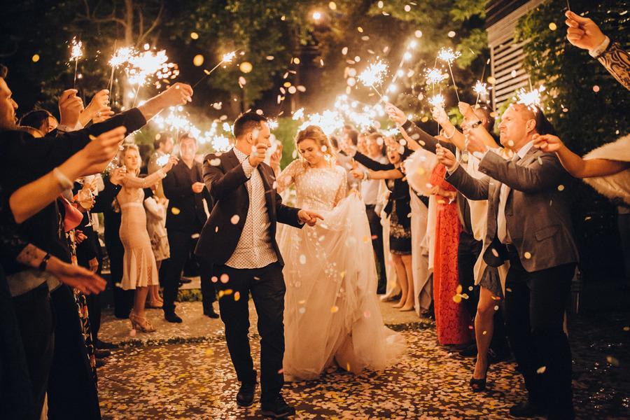 night-wedding-ceremony-love-agency-1
