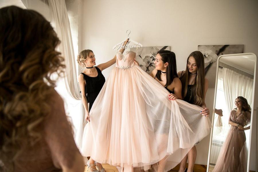 МИФ №1. Вам нужно провести в свадебном платье всю свадебную вечеринку